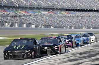 stenhouse-wins-daytona-500-pole-in-debut-with-new-team